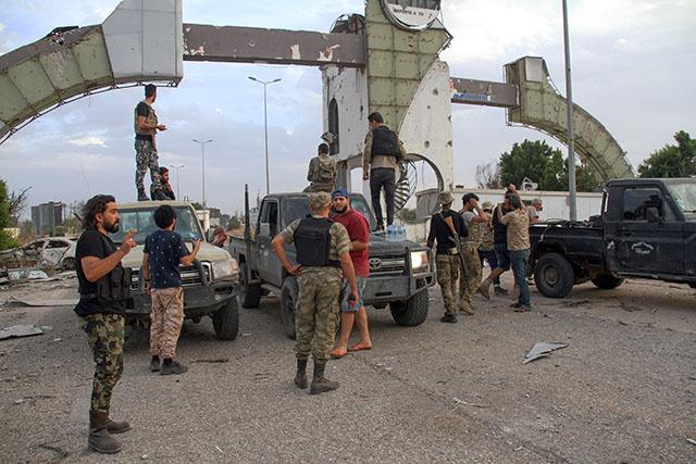 Libye: les forces gouvernementales annoncent la reprise de l'aéroport international