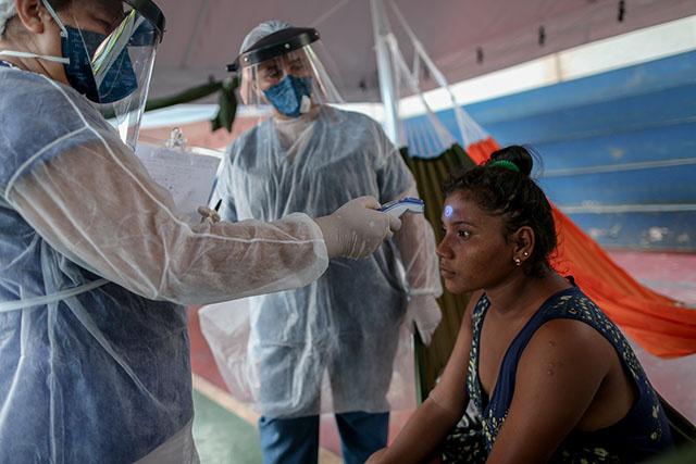 Virus: le Brésil dépasse l'Italie en nombre de morts, appel à un vaccin pour tous