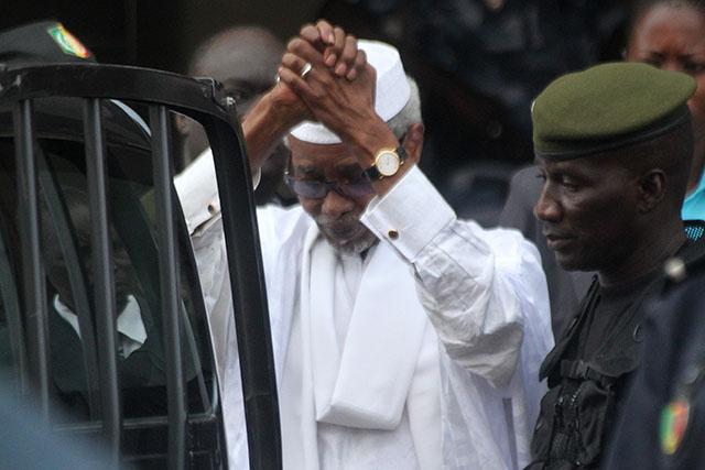 Sénégal: l'ex-président tchadien Habré regagne sa prison.