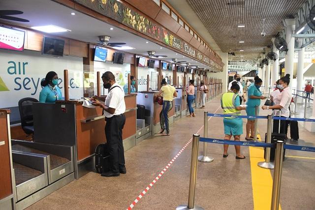 Les Seychelles prêtes à accueillir à nouveau les touristes après les préparatifs sanitaires anti-COVID