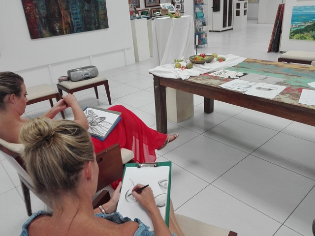 Art teacher providing drawing, painting classes to children, adults in Seychelles