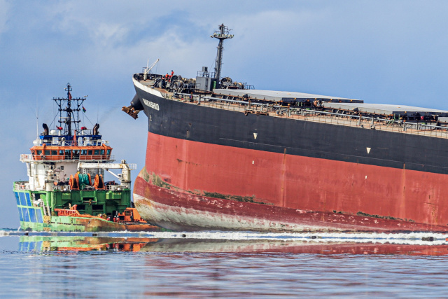 Ship splits apart after running aground in Mauritius