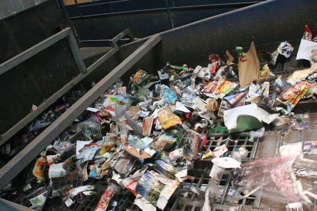 To counter limited landfill space, Seychellois neighbourhood will try waste-sorting project