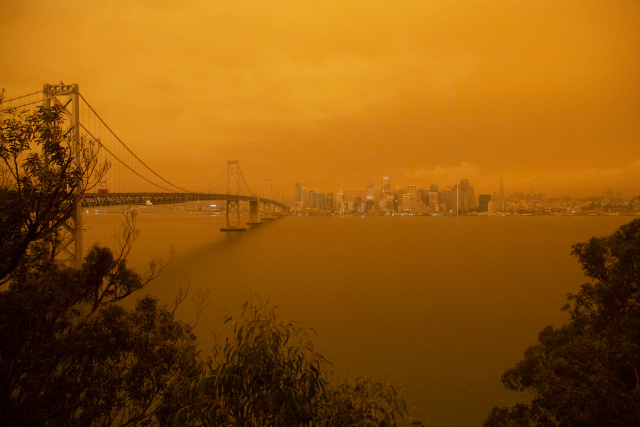 15 killed, 500,000 evacuated in unprecedented western US bushfires