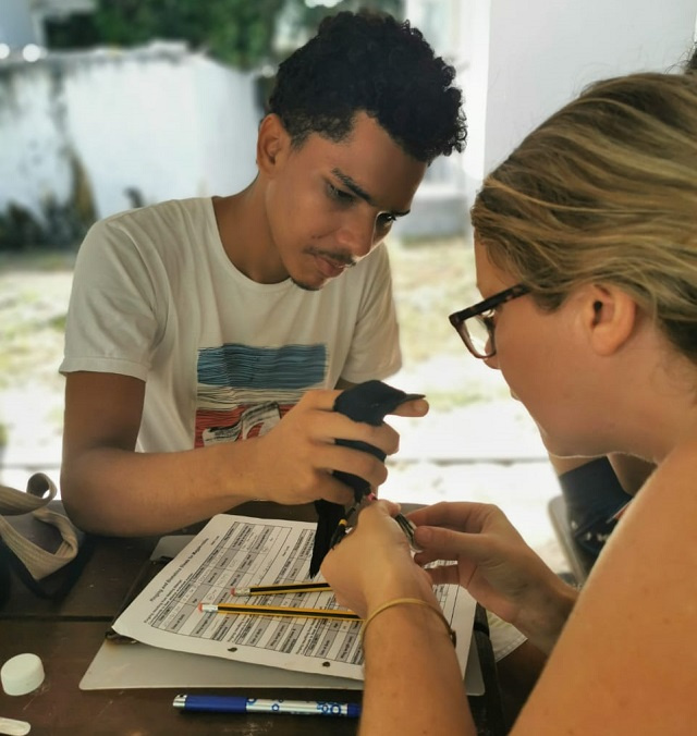 Filling tourist void, students aid scientific studies on Seychelles' Aride island
