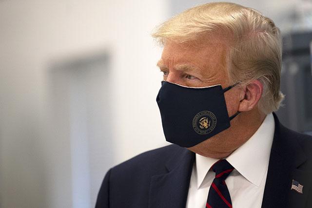 Trump positif au Covid-19, coup de tonnerre à un mois de l'élection