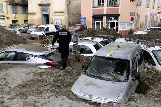 France steps up search efforts after floods