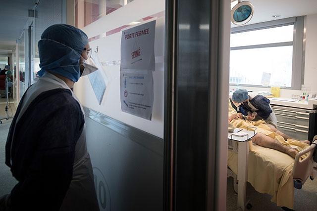 Covid: près de 27.000 nouveaux cas en France, nouveau record