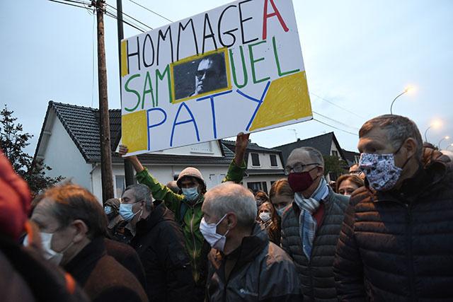 Hommage national en France au professeur d'histoire assassiné