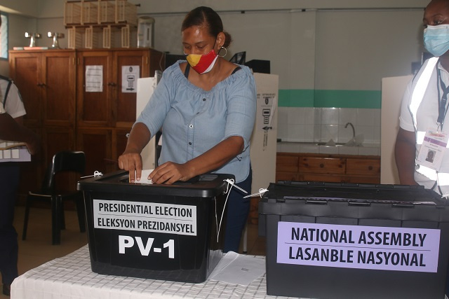 Seychelles votes: One third of eligible voters cast ballots by mid-day in election