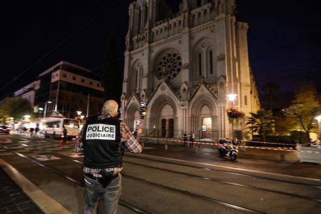 La France sous le choc au lendemain de l'attentat jihadiste de Nice