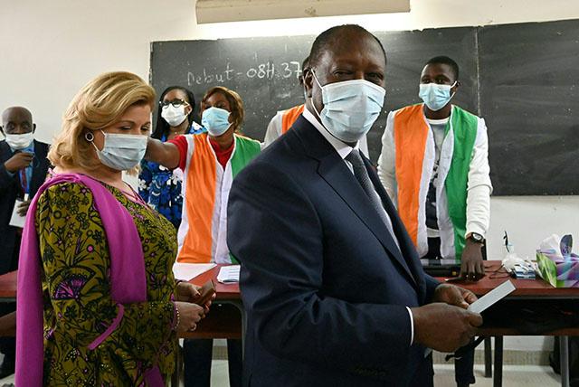 Côte d'Ivoire: le président Ouattara réélu pour un 3e mandat controversé