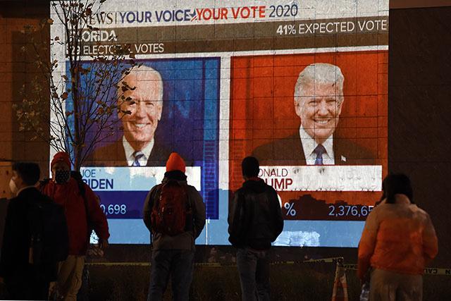 Trump se déclare vainqueur d'une élection indécise, Biden appelle à la patience