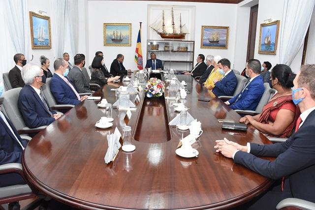 Le président des Seychelles rencontre le corps diplomatique pour relancer la coopération
