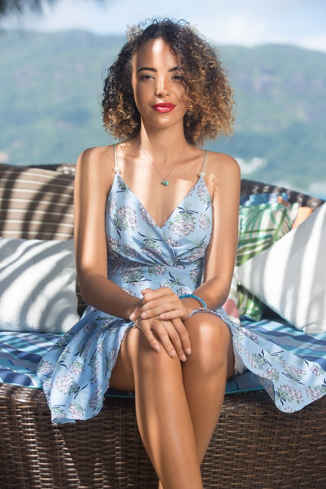 A beauty pageant contestant who loves Seychelles' sea and its World Heritage atoll