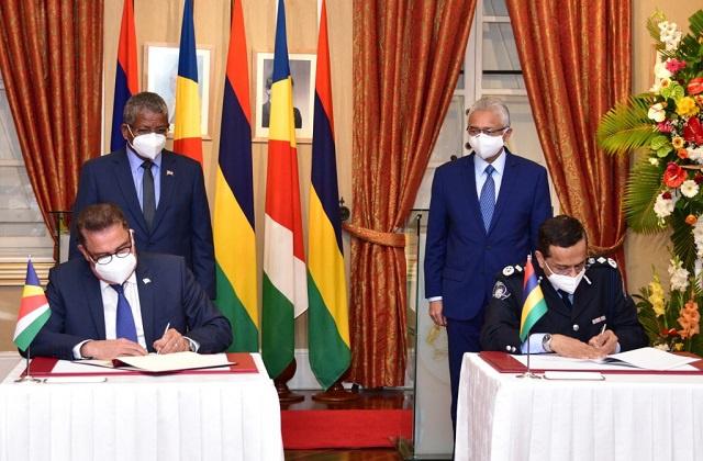 Les Seychelles signent deux accords avec Maurice lors de la première visite d'État du président Ramkalawan.
