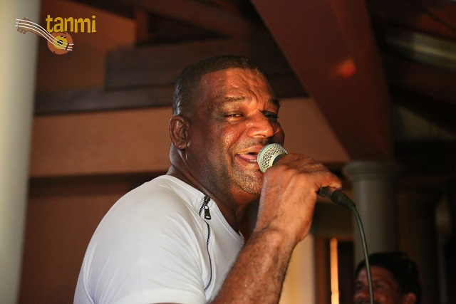 Seychellois entertainer Joseph Sinon travels to Mauritius to find COVID-era crowds