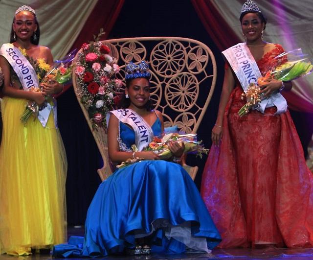 Kelly-Mary Anette a été couronnée nouvelle Miss Seychelles 2020.