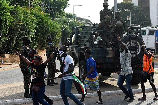 Présidentielle au Ghana: le ton se durcit entre les deux camps