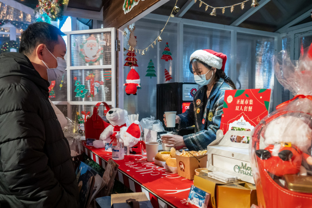 Christmas celebrated under pandemic's shadow