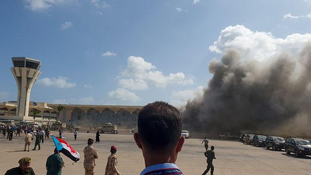 Yémen: 26 morts dans des explosions à l'arrivée du gouvernement d'union à Aden