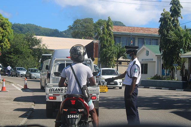Les Seychelles renforcent à nouveau les mesures alors que les cas de COVID augmentent ; les mouvements sont restreints