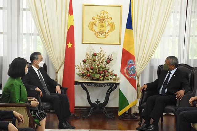 La Chine fait don de 11 millions de dollars aux Seychelles, notamment pour des projets d'énergie renouvelable