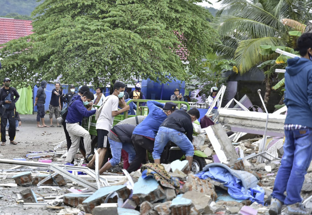 At least 34 killed as quake rocks Indonesia