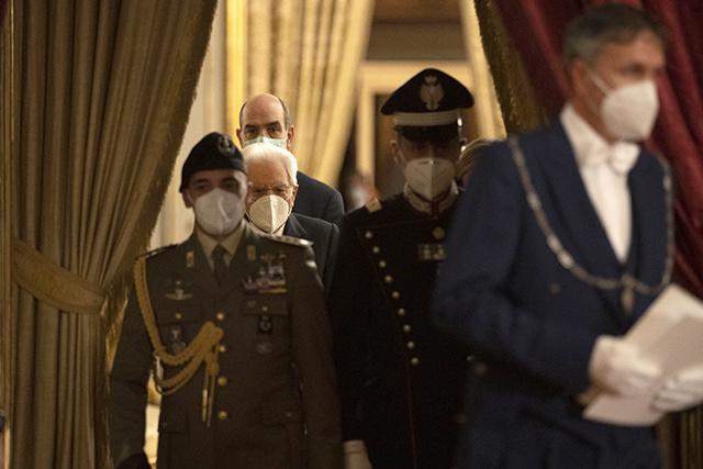 Crise politique: l'Italie dans le brouillard, son économie plonge