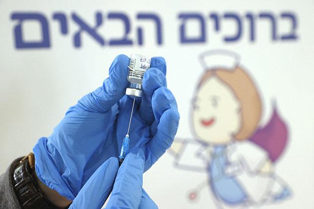Israël: plus de 50% de la population vaccinée au moins une fois