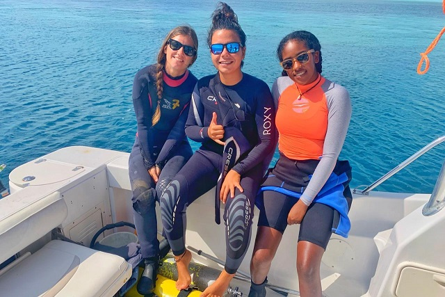 All-women team of divers works to monitor health of Seychelles' coral
