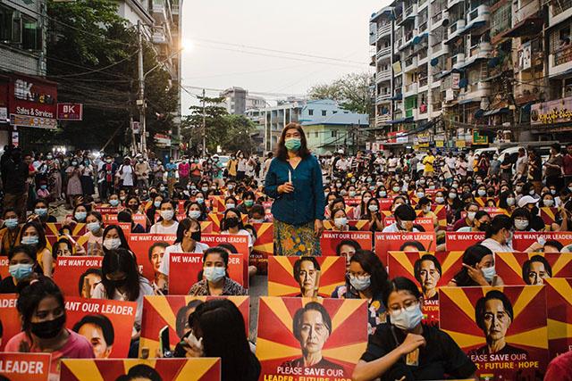 Birmanie: Aung San Suu Kyi devant la justice après un dimanche de répression meurtrière