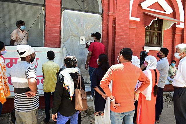 Covid: nouveau record de cas en Inde, restrictions accrues à Bombay