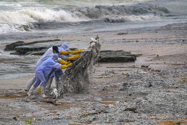 Sri Lanka battles waves of plastic waste from burning ship