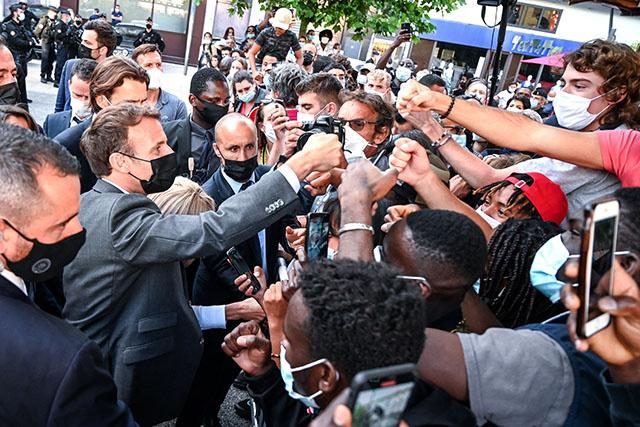 France: Macron giflé lors d'un déplacement, indignation générale