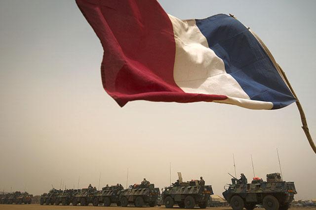 Macron amorce la réduction de la présence militaire française au Sahel