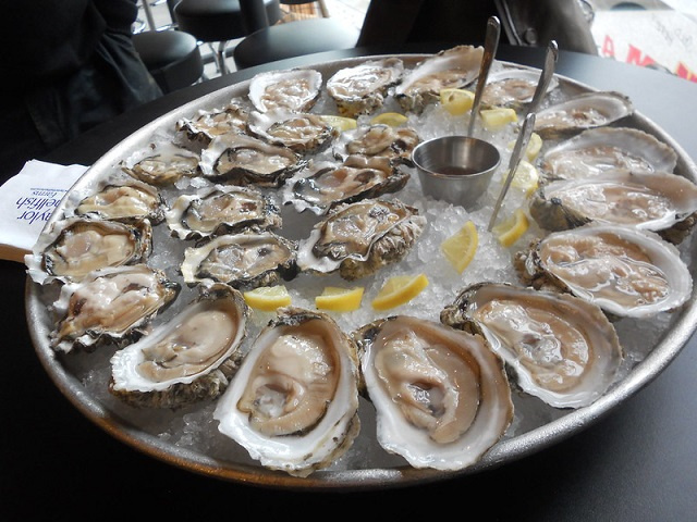 Seychellois team testing viability of growing oysters as new seafood dish