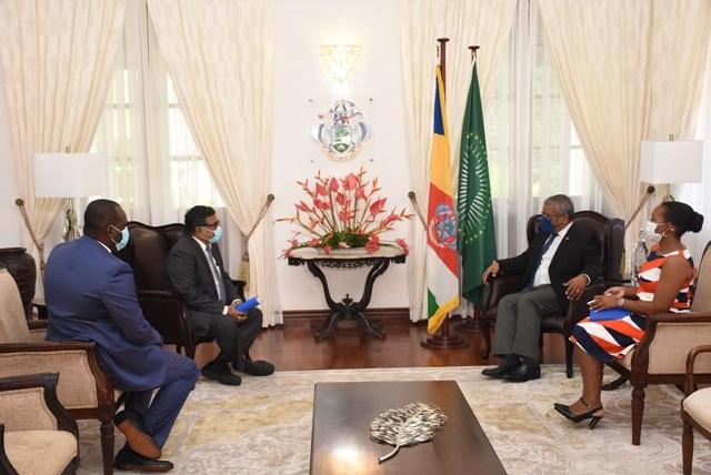 Les directeurs d'Airtel discutent des prix et des défis de la compagnie avec le président des Seychelles