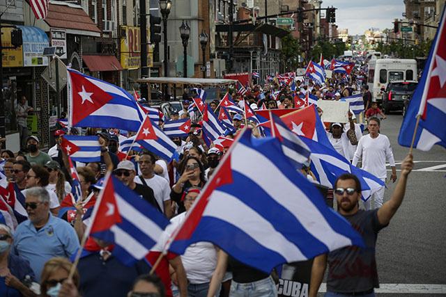 """Cuba: sanctions américaines symboliques mais Biden prévient que ce n'est """"qu'un début"""""""