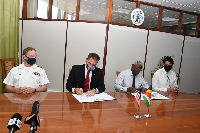 Seychelles and US sign agreement to combat illicit activities in Seychellois waters