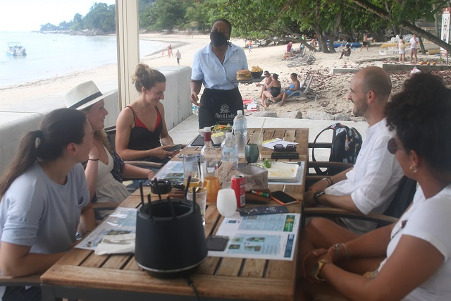 As Seychelles' economy picks up, jobseeking numbers, vacancies, terminations all drop