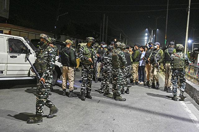 Cachemire indien: funérailles nocturnes de Geelani sous haute sécurité