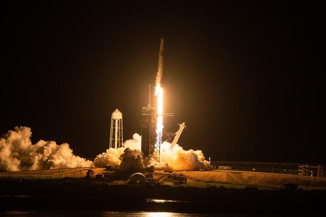 SpaceX all-civilian orbital crew completes historic mission